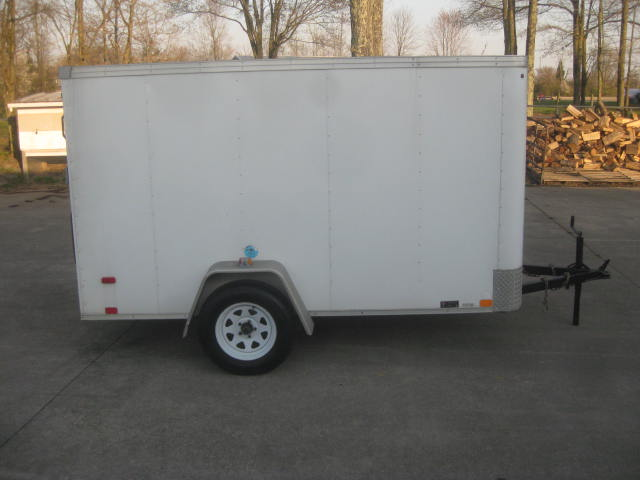 2015  United Trailer  Enclosed 10ft Trailer